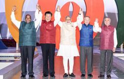 习近平访问柬、孟并出席金砖国家领导人会晤