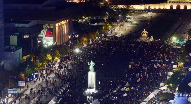 韩国民众万人集会要求总统朴槿惠下台