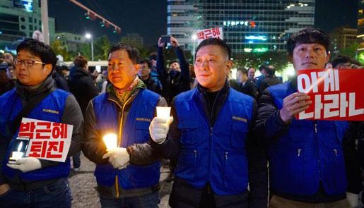 韩国万人烛光集会抗议朴槿惠