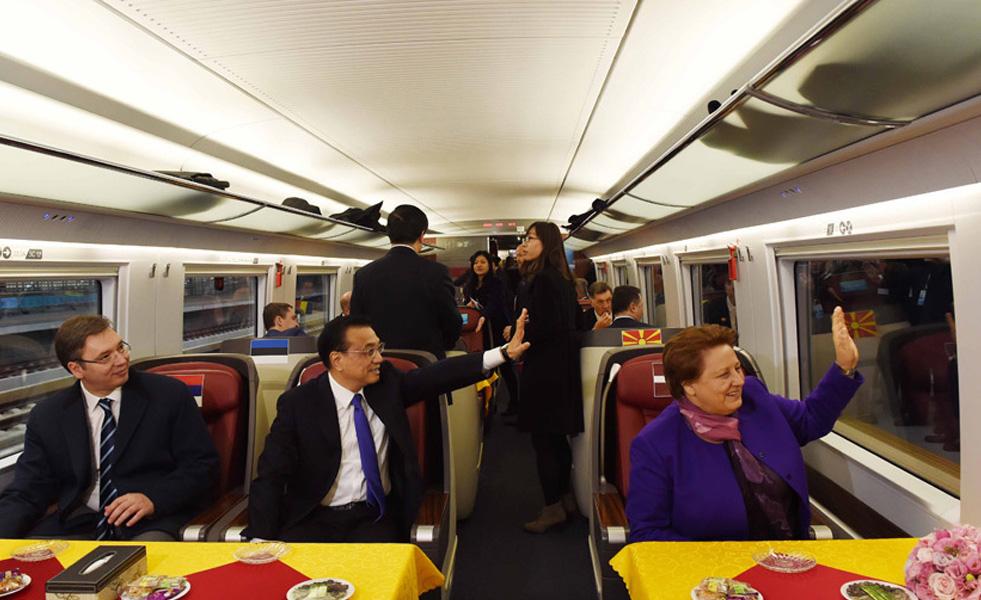 李克强邀请中东欧国家领导人共乘高铁