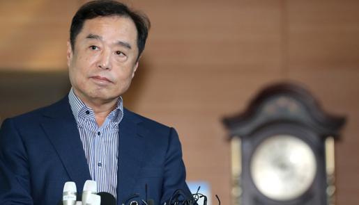 韩总理被提名人金秉准现身接受媒体采访
