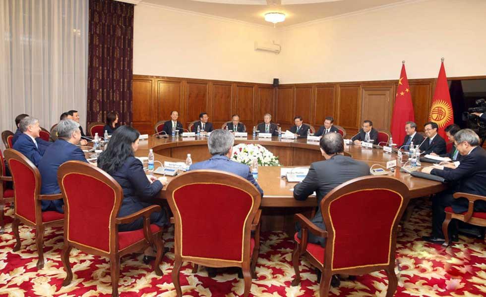 李克强会见吉尔吉斯斯坦总统阿坦巴耶夫