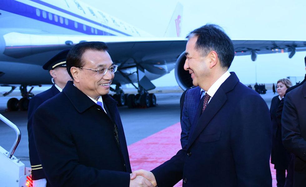 共同出席上合会议后 哈总理先行回国在机场迎候李克强