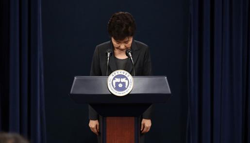 朴槿惠发表国民谈话哽咽致歉