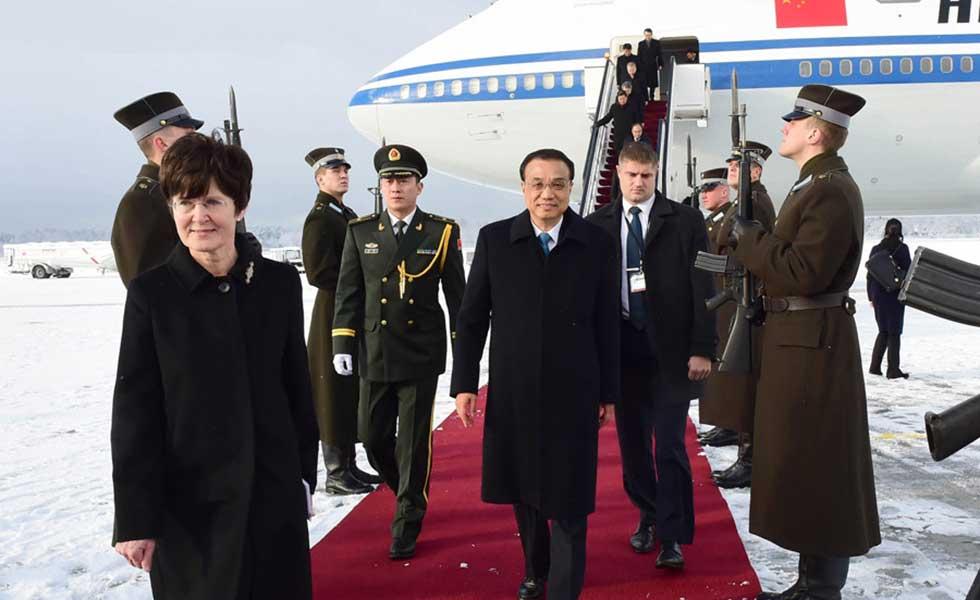 李克强抵达里加出席第五次中国-中东欧国家领导人会晤并对拉脱维亚进行正式访问