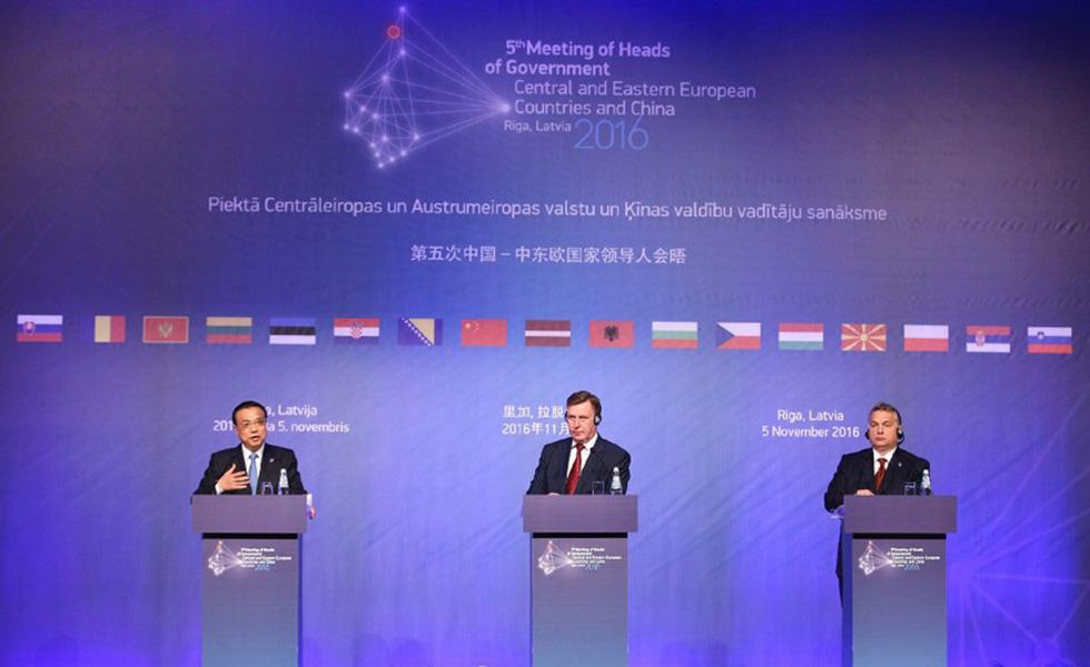 李克强与拉匈两国总理共见记者介绍里加会晤成果