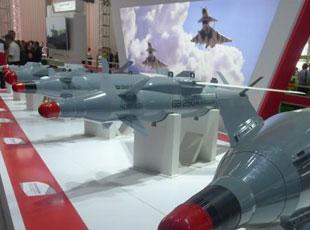 中国版地堡杀手:国产1吨重钻地弹亮相