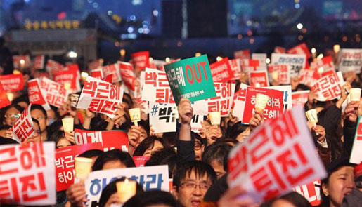 韩国民众举行烛光集会要求朴槿惠下台
