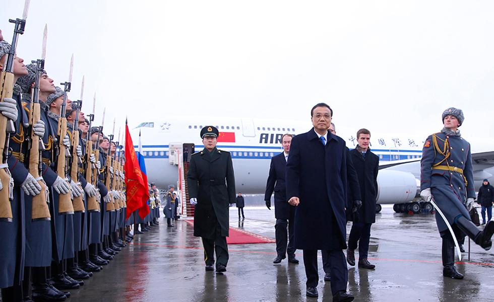 李克强抵达圣彼得堡出席中俄总理第二十一次定期会晤
