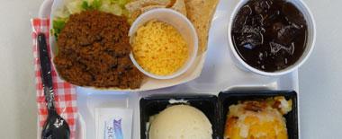 外媒盘点各国中学午餐:体现饮食文化差异