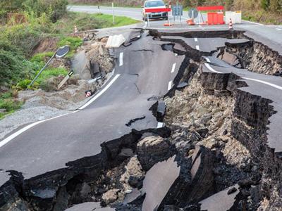 新西兰强震:现场狼藉 首波海啸到达