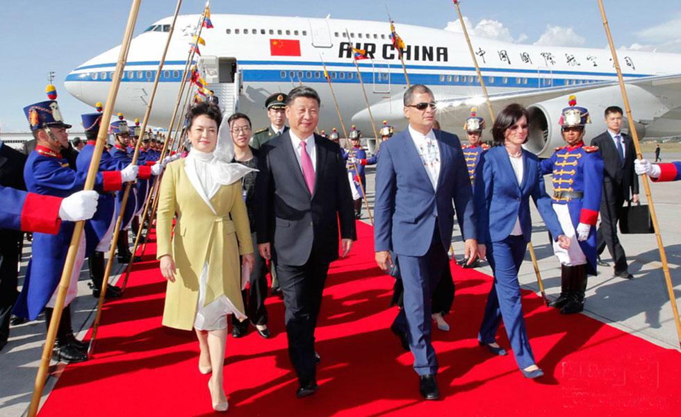 习近平抵达厄瓜多尔 厄总统到机场迎接
