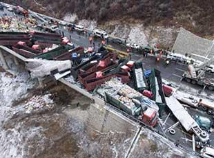 京昆高速山西段多车相撞事故造成17人死亡