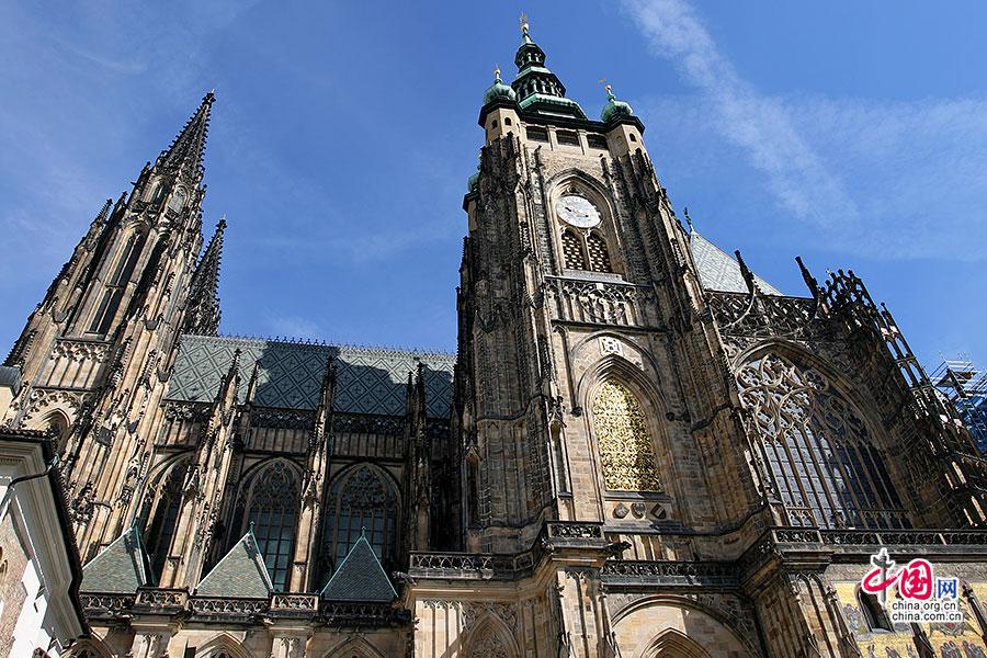 捷尽风华(十三)圣维塔教堂:混搭顶与彩绘窗