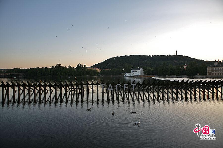 暮色时分的伏尔塔瓦河