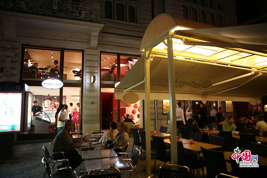 布拉格老城的露天酒吧与餐厅