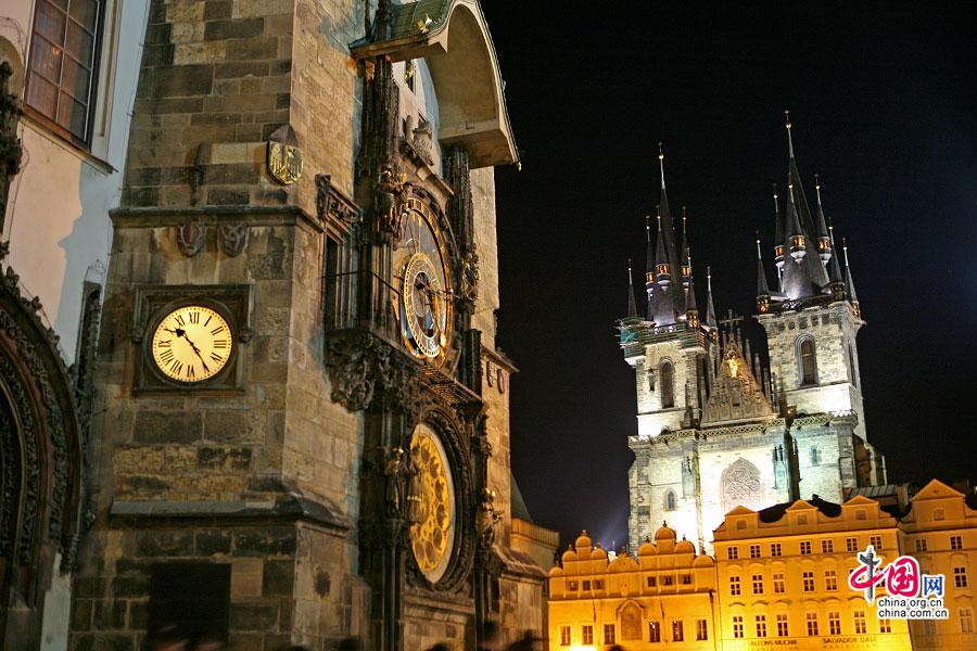天文钟与双子塔