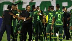 载有巴甲球队飞机在哥坠毁 球员拟将出战南美杯决赛