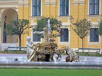 奥地利:美泉宫之雕塑喷泉