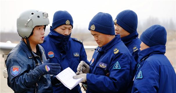 图片故事:大青山下的机务兵