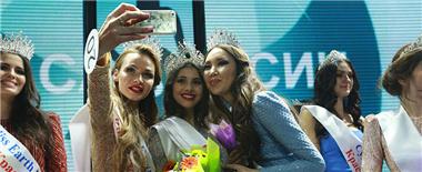 '俄罗斯丽人'选美决赛落幕 18岁女大学生夺冠