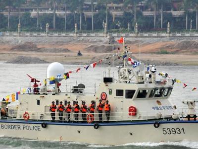 中老缅泰在湄公河举行船艇阅兵式和实操演练