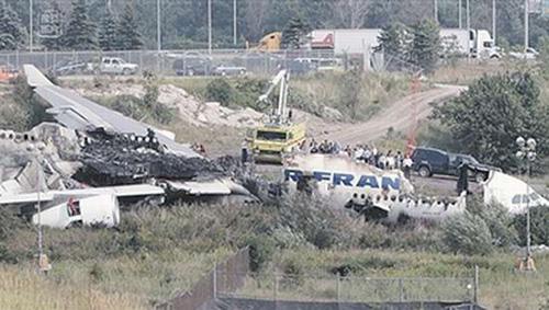 俄罗斯客机失事碎成3截