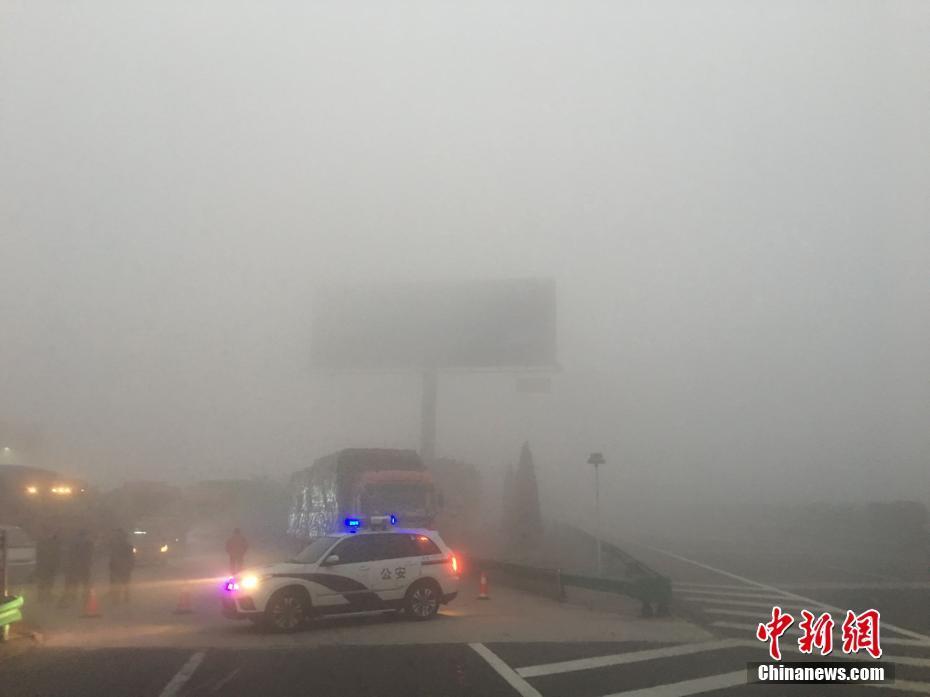安徽大雾天气 高速封路