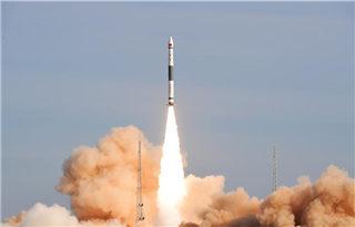 """快舟一号甲小型运载火箭实现""""一箭三星""""发射"""