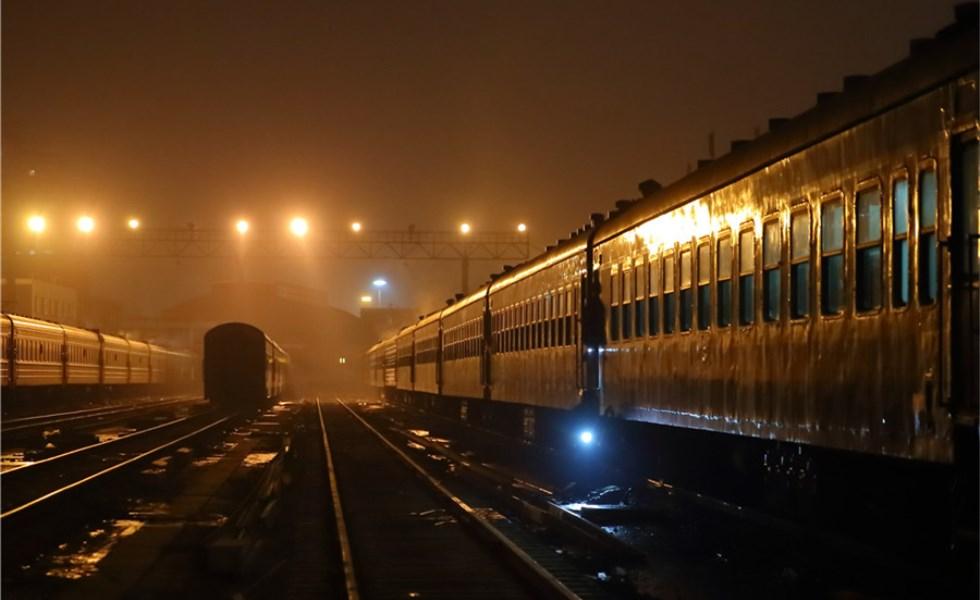 2017春运前夜 北京车辆段列车静待发车