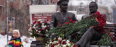 """俄纪念""""航天之父""""科罗廖夫诞辰110周年雕像揭幕"""