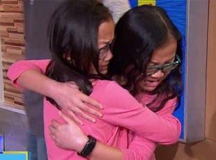 被收养的中国姐妹首次见面