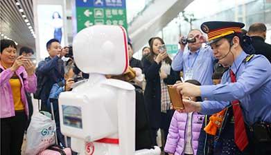 智能新科技亮相春运 广铁'刷脸'验票彰显人性关怀