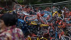 深圳超500辆共享单车遭破坏堆成山