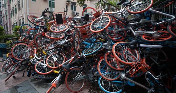 狼藉不堪!深圳超500辆共享单车遭破坏堆成'小山'
