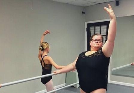 坚持芭蕾梦想 美国15岁胖女孩感动众人