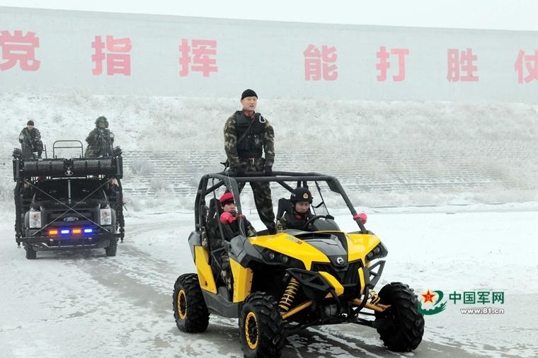 军事24小时:女兵燃爆训练基地
