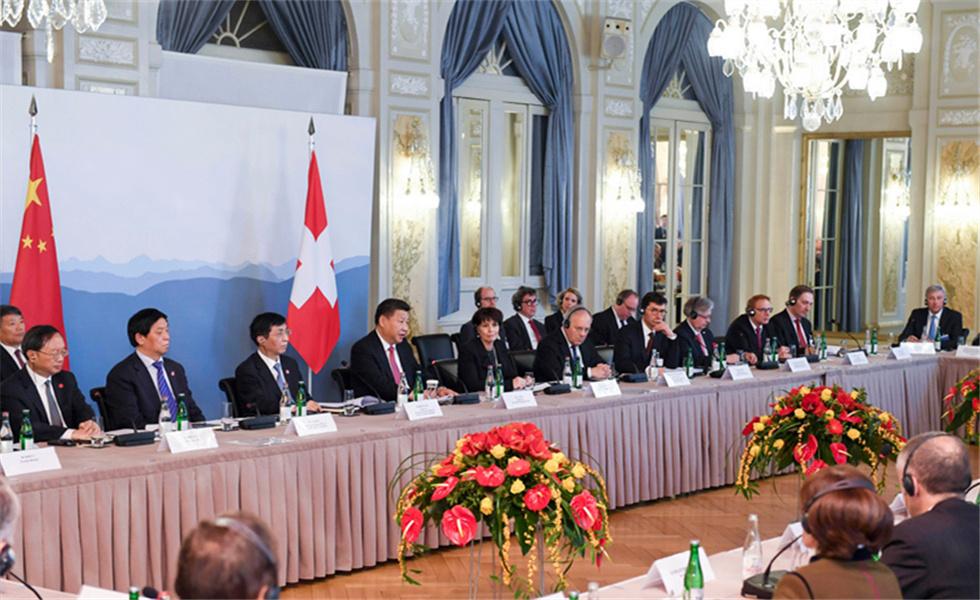 习近平同瑞士联邦主席洛伊特哈德共同会见瑞士经济界代表