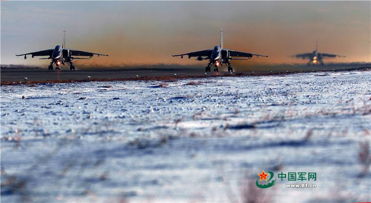 驻疆航空兵跨昼夜飞行
