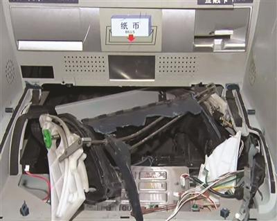 等七天工资还没到账 小伙取不到钱砸碎ATM机