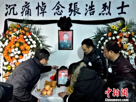 飞行员张浩烈士骨灰回归故乡将于25日安葬