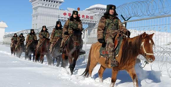 新春走军营:一名军校生-30°C踏雪巡逻初体验