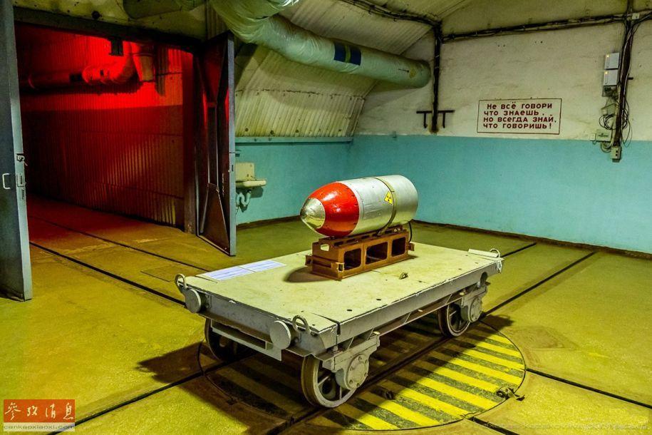 揭秘苏联冷战地下潜艇基地:曾存核武