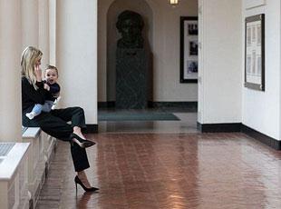 特朗普女儿抱孩子晒照展示白宫生活