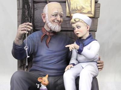 西班牙举行法雅节人偶展