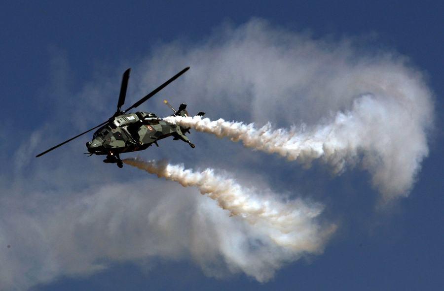 印度航展前,不少参战国家的飞机已经陆续抵达,进行熟悉场地和热身飞行