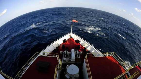 '决心'号抵目标海域 第三次南海大洋钻探开钻