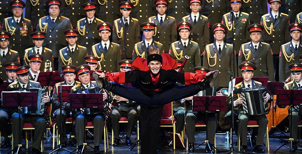 俄军红旗歌舞团空难后首次以新阵容亮相演出