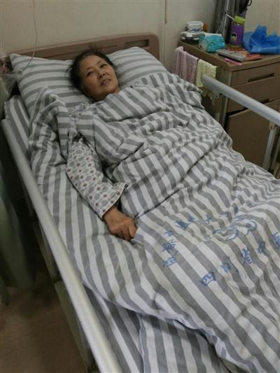 昨日,魏老先生的老伴仍在成都住院