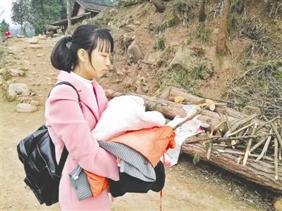 父亲不让读书 高一女生无奈辍学在家照顾弟弟(图)